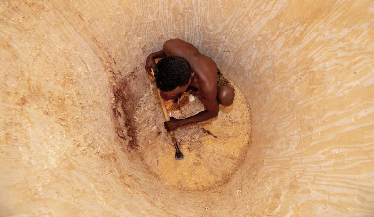 Madagascar - A man carves a cistern into a baobab - Pascal Maitre